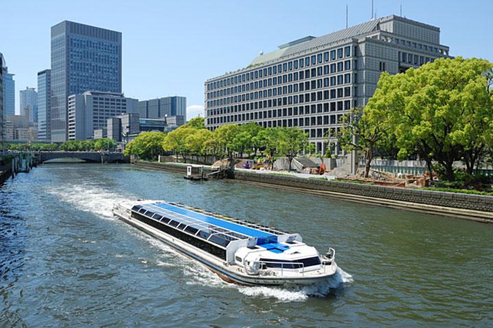 A Nakanoshima cruise ship in the city of water, Osaka