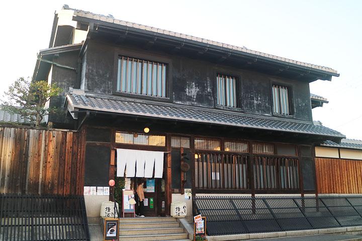 月桂冠旧本社を改装した喫茶・お土産処「伏見夢百衆」