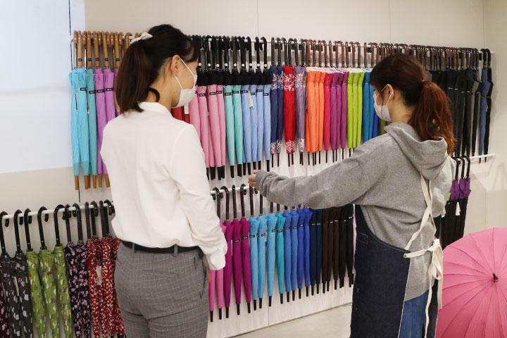 骨数の多い傘もWaterfrontでは多数のカラーを取り揃え