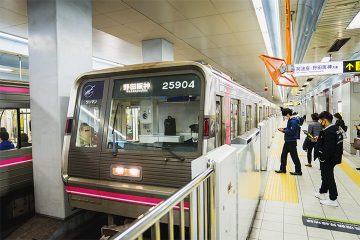 Osaka Metro 千日前線的車輛為粉紅色